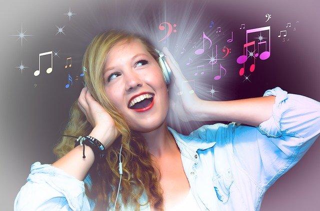 laulava nainen
